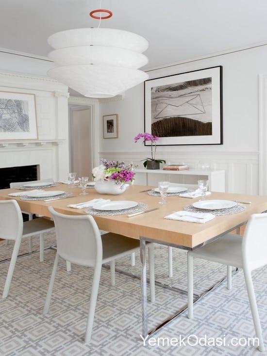 beyaz ve ahşap yemek odası