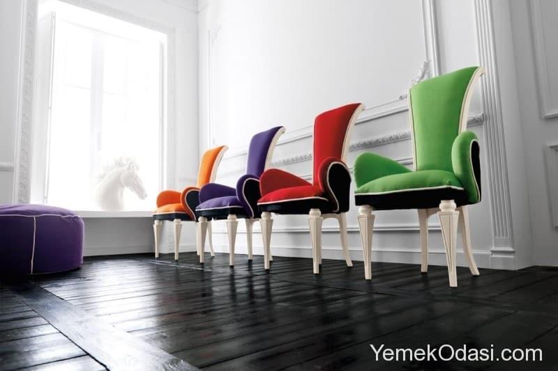 renkli-sandalyeler