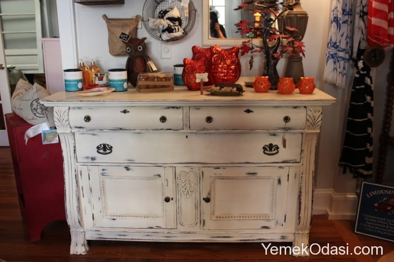 What Does Chalk Paint Look Like On Furniture