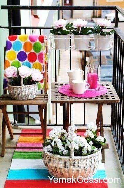 kucuk-balkon-dekorasyonu-2