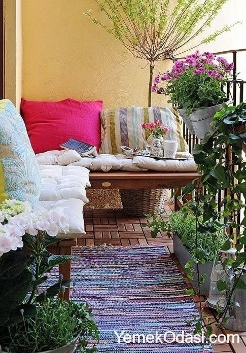 kucuk-balkon-dekorasyonu-9