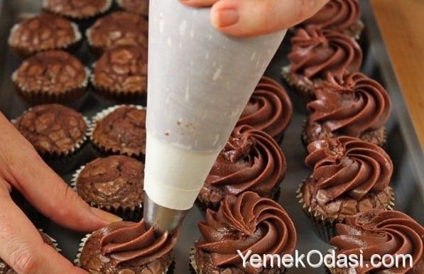 nutellali-cupcake-tarifi-10