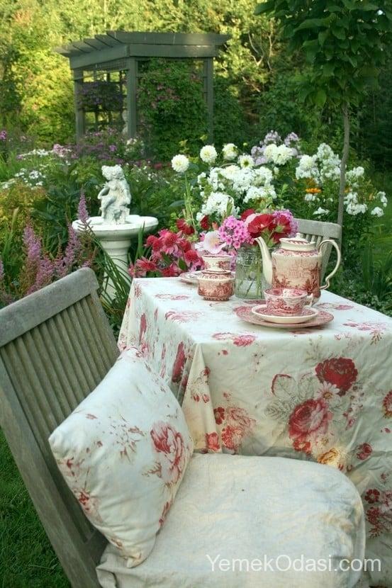 Bahçe Masası İçin Örtü Modelleri 10