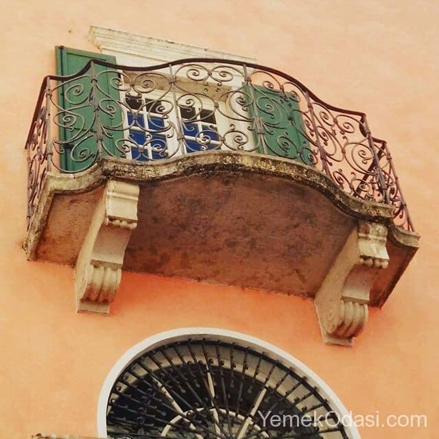 antika-balkon