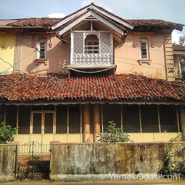 antika-ev-balkonu