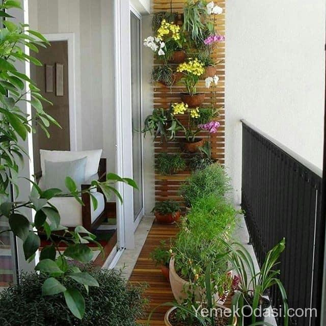 cicekli-ahsap-balkon