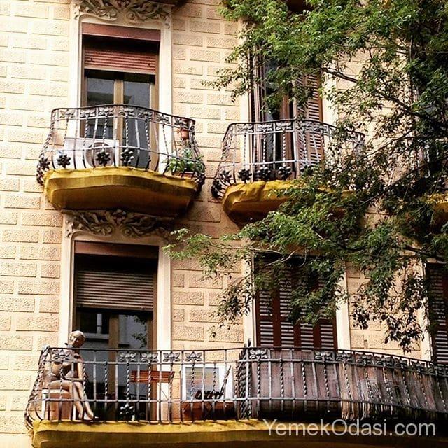 demir-korkuluklu-balkonlar
