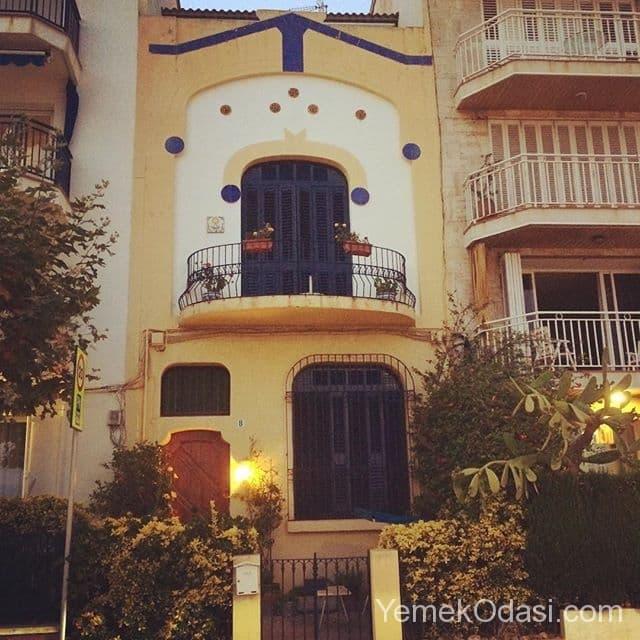 eski-tip-ev-balkonu