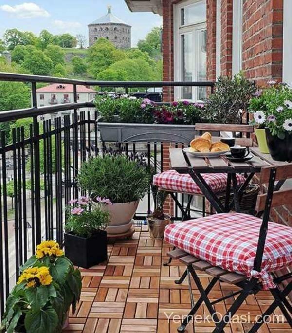 kucuk-balkon-dekorasyon-fikirleri-12