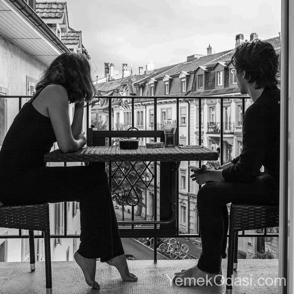 siyah-beyaz-agirlikli-balkon