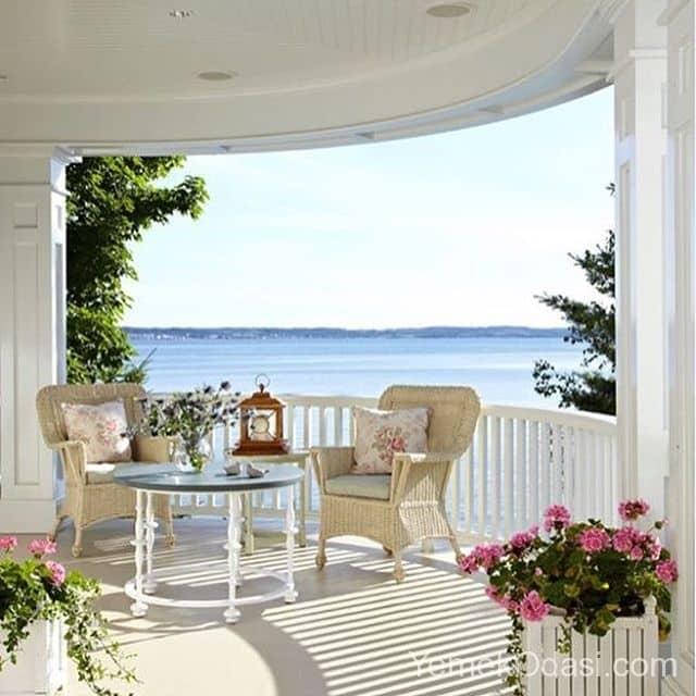 yari-acik-balkon-beyaz