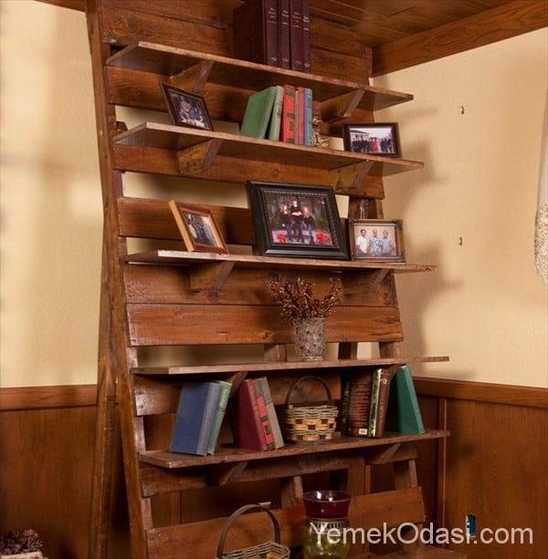merdiven şeklinde palet kitaplık