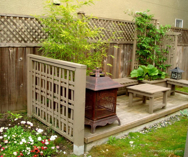 Ahşap bahçe oturma