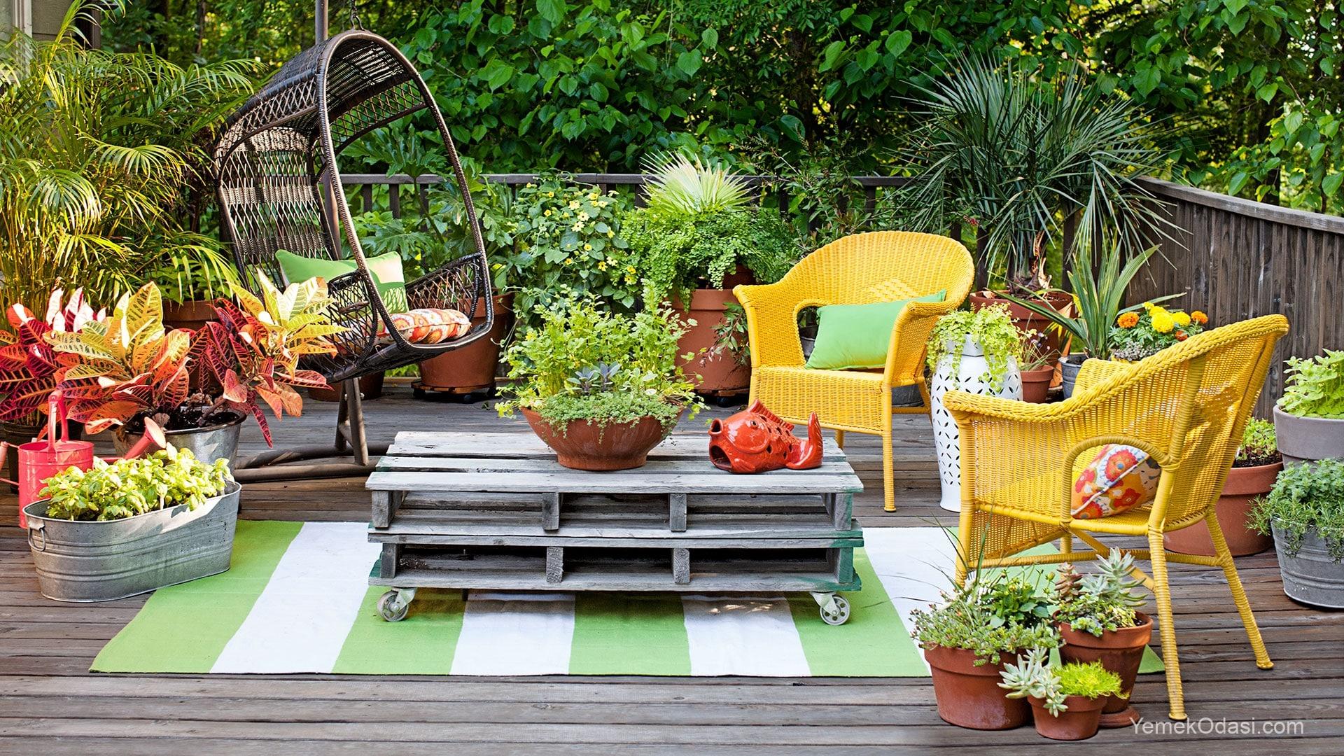 Ahşap palet bahçede değerlendirme