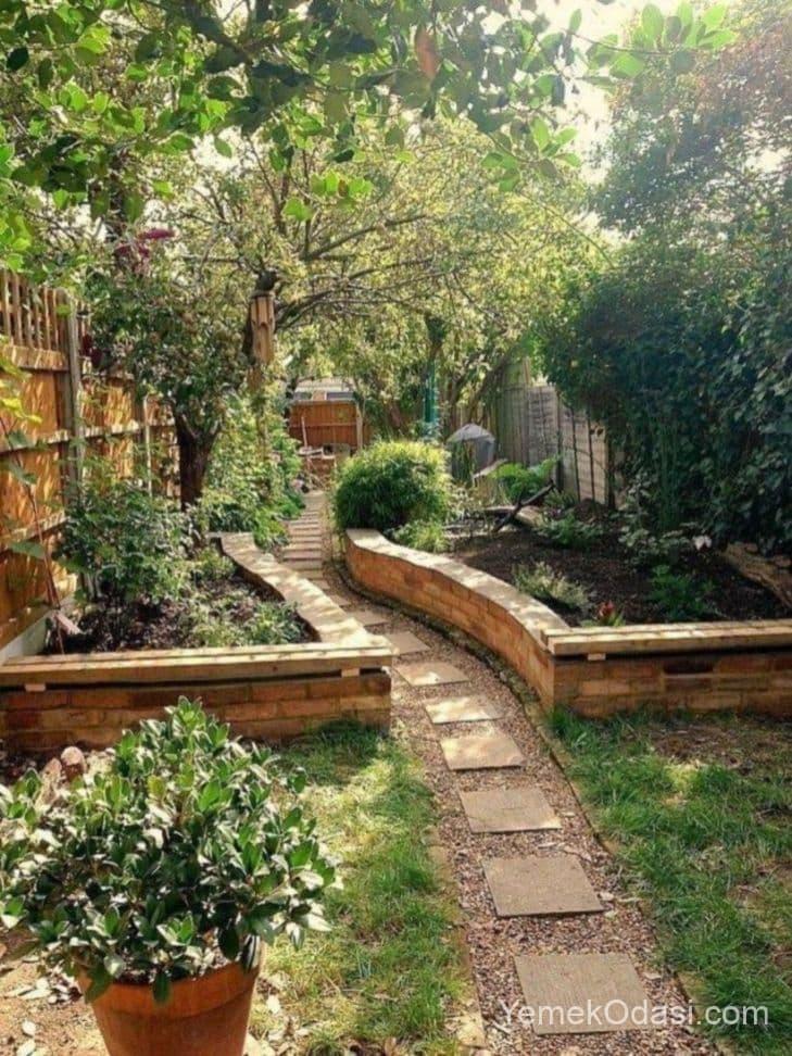 Bahçe Duvar Saksısı