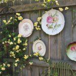 Bahçe duvarı tabakla süsleme