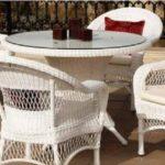 beyaz masa sandalye