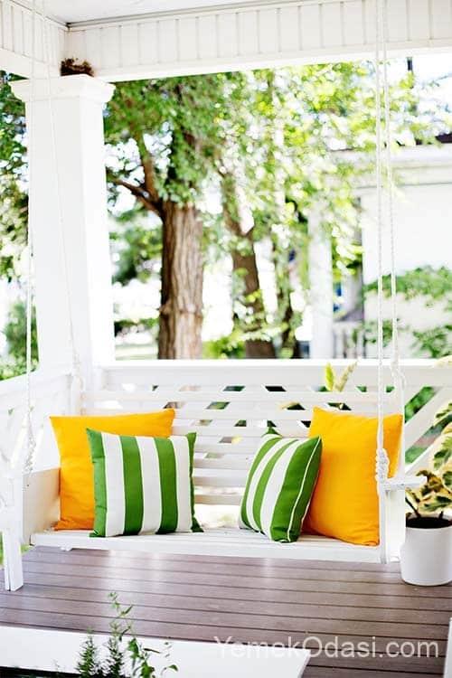 klasik estetik beyaz balkon salincagi kirlentli
