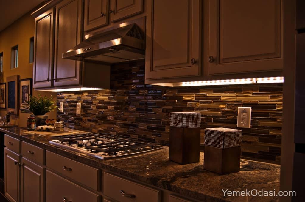 Mutfak dolabı alt spot aydınlatma