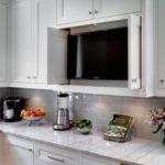 mutfak dolabında tv