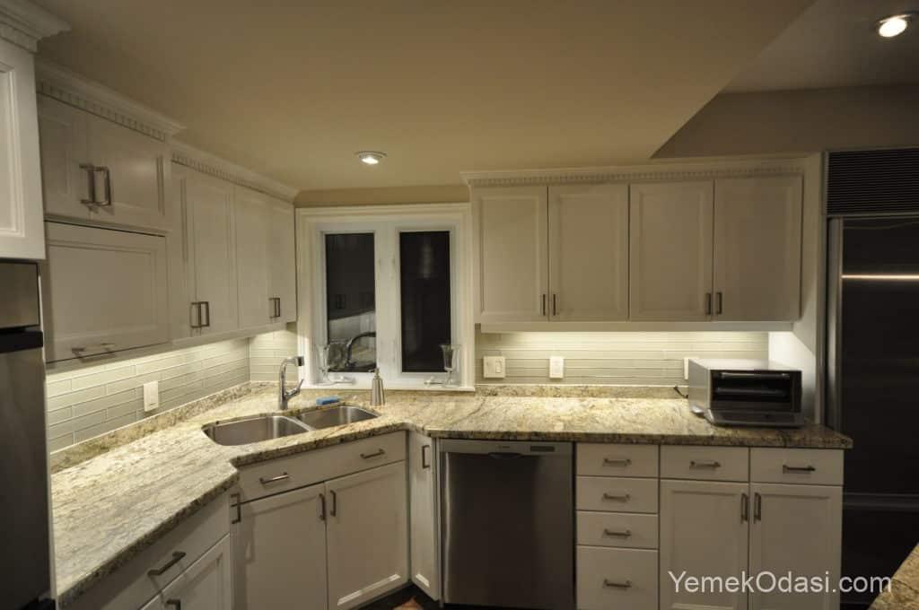 Mutfak sarı renk aydınlatma