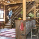 rustik koy evi ve ahsap merdivenle butunlesik buyuk hali