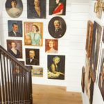 vintage büyük resimler ve ahsap merdiven