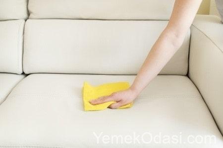 deri koltuklarda yağ lekelerini temizleme