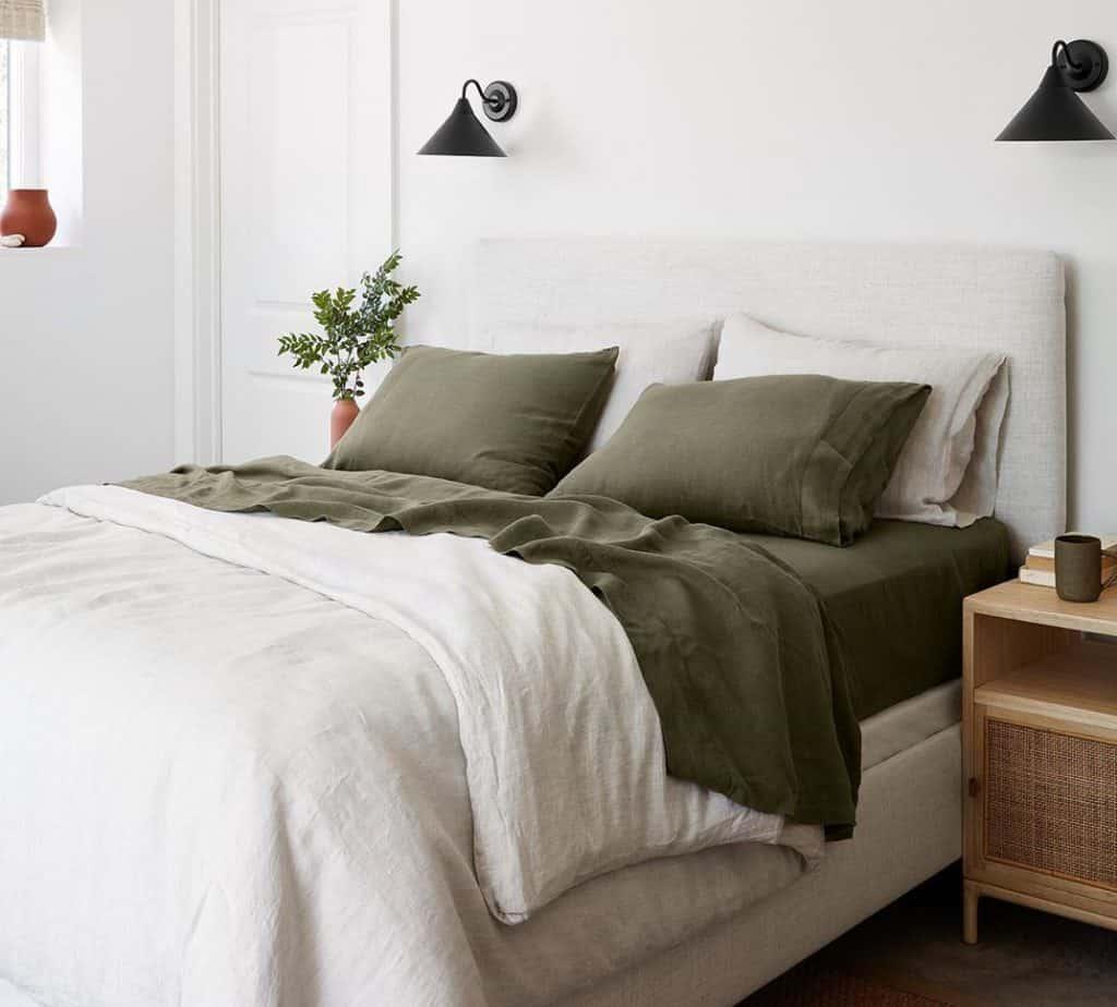 yeşil nevresimli yatak